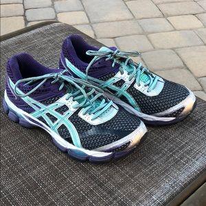 ASICS running shoe size 8.5